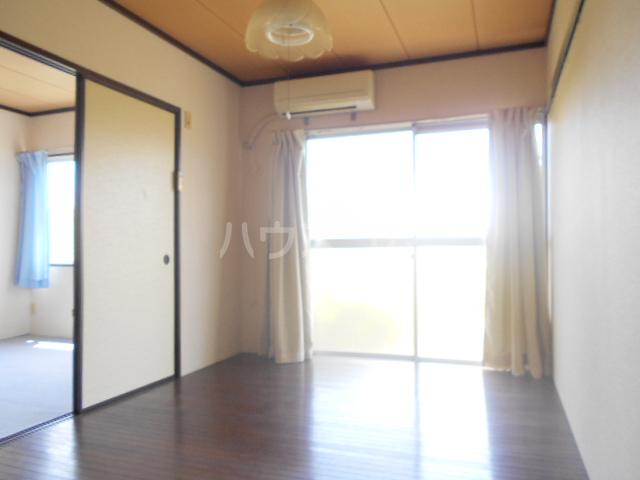 石川ハイツB 103号室のリビング