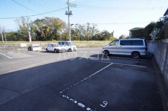 リヴィエールY 02020号室の駐車場