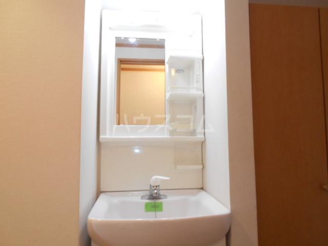 コンパートメントEクエスト 1203号室の洗面所
