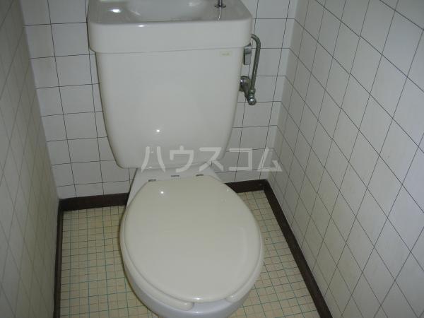 マコトハイツ 102号室のトイレ