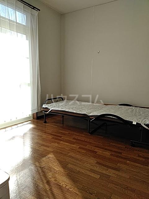 アルザス三番館 201号室の玄関