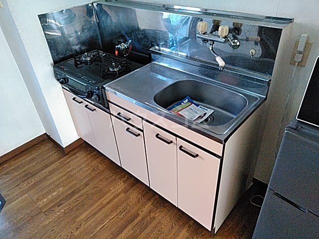 アルザス三番館 201号室のキッチン