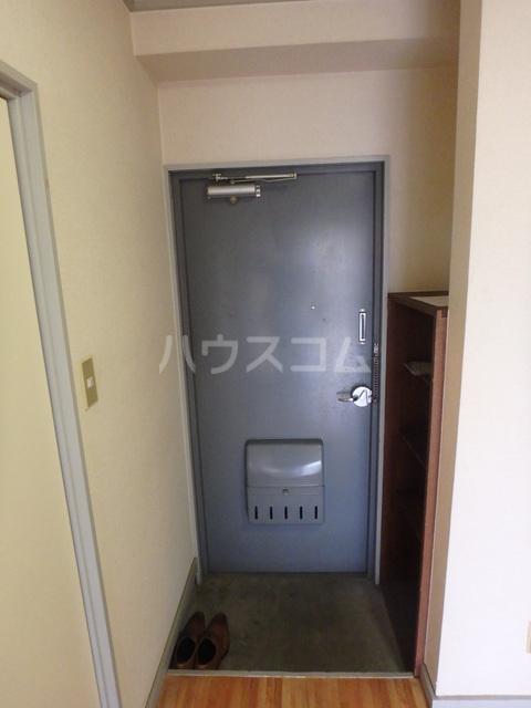 朔ハイツ 305号室の玄関