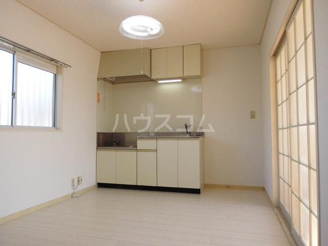 コーポレート前箱田 201号室のリビング