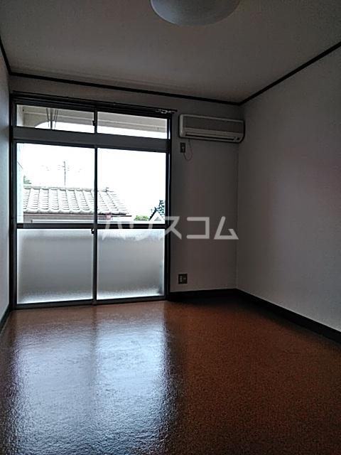 ウッディハイツ富田 103号室のリビング