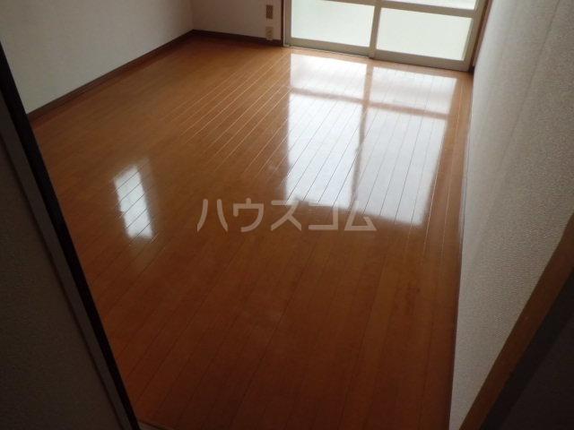 パヴィヨン1 203号室の居室