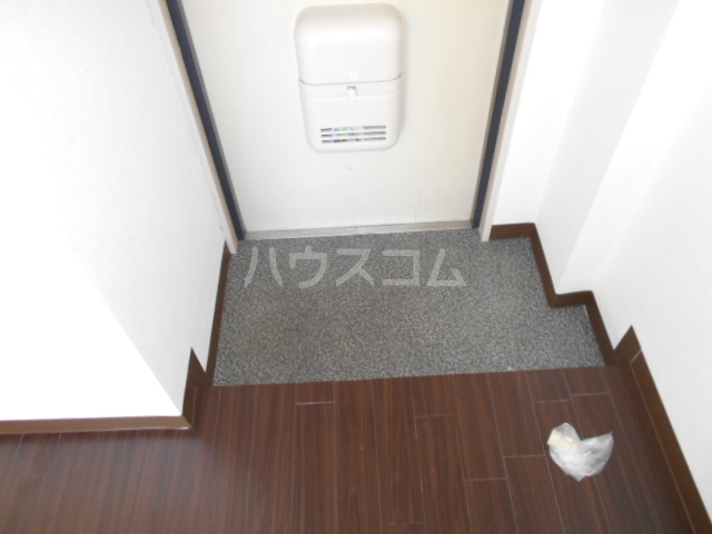 ウイングマンション 101号室の玄関