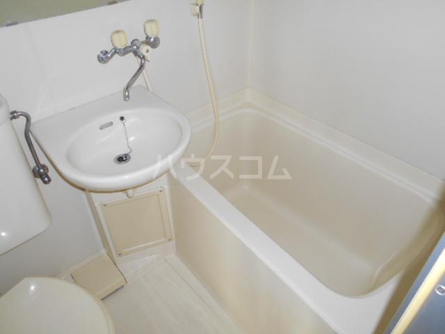 ウイングマンション 101号室の洗面所