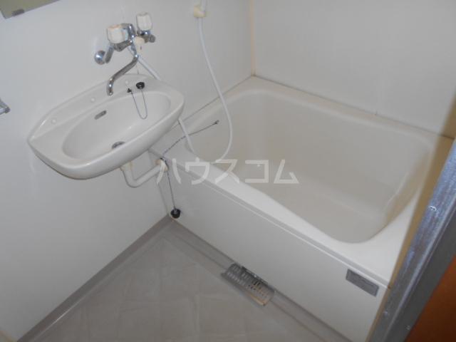エルディムライフ 201号室の風呂