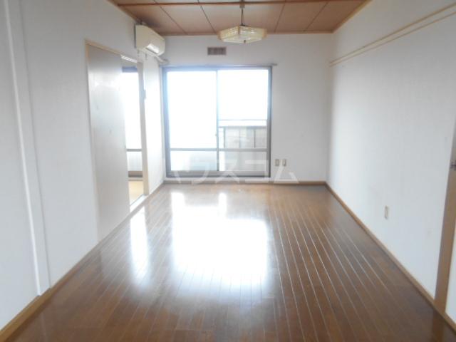 富士ハイツC棟 205号室のリビング