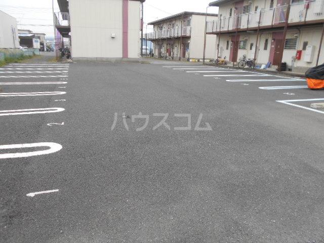 富士ハイツF棟 202号室の駐車場