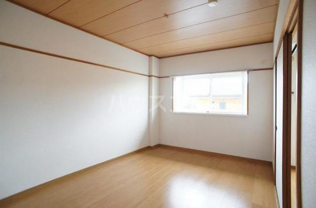 コートビレッジヤマモトB 02020号室のベッドルーム