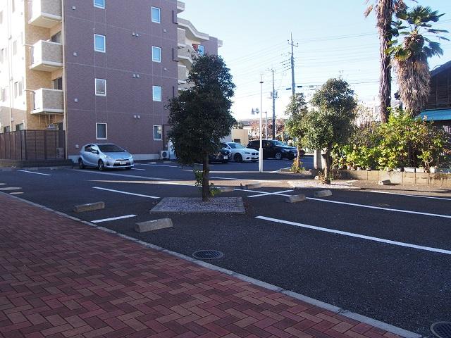 ALM HAUS 101号室の駐車場