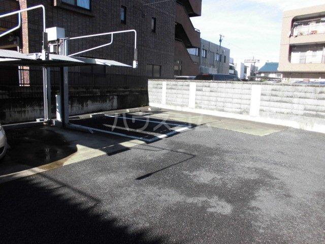 ローズガーデン前橋 601号室の駐車場