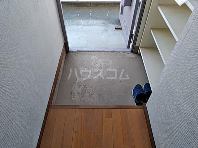 栗原マンション 202号室の玄関