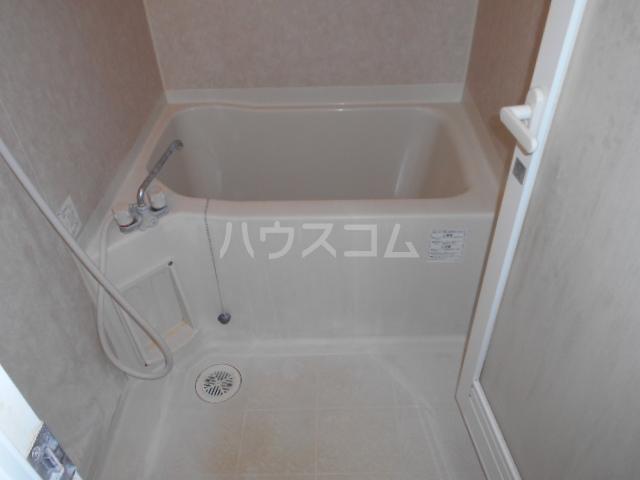 メゾン・ド・プロバンス 305号室の風呂