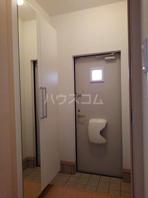 シェーネB 02010号室の玄関