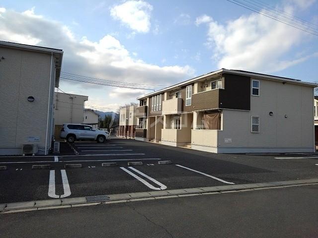 シェーネB 02010号室の駐車場