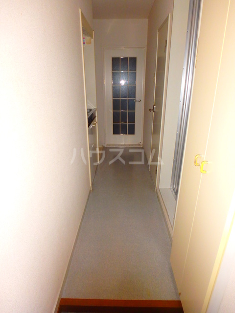 アルファレス昭和町 201号室の玄関
