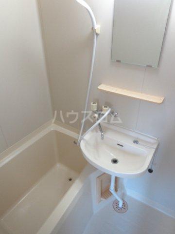プロムナードハイツ 203号室の洗面所