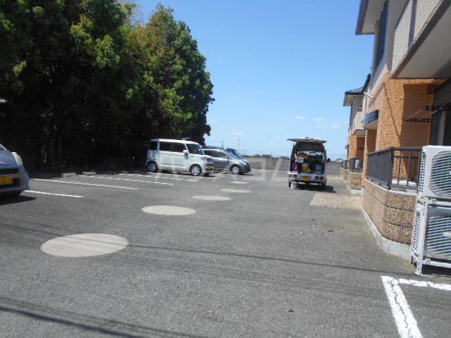 ロワール C棟 202号室の駐車場