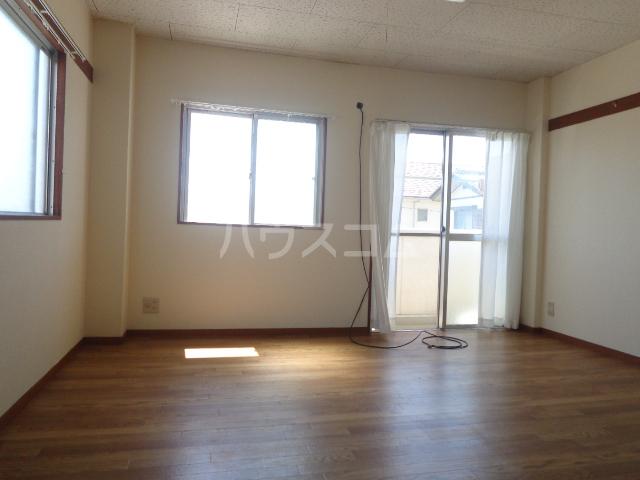 島崎マンション 201号室の居室