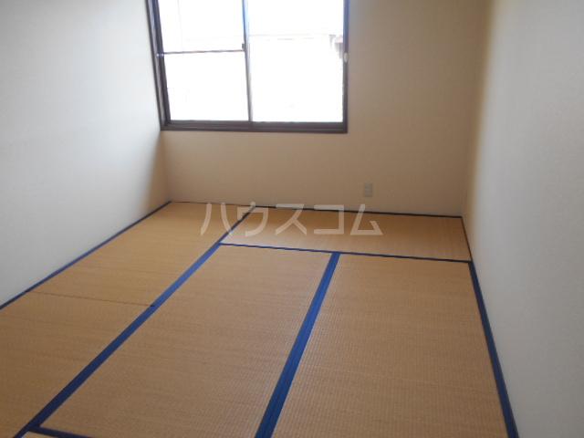 アカギ第2ハイツ 203号室の居室