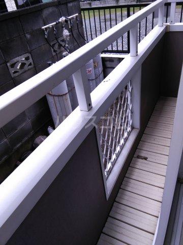 ホワイトビレッジ 103号室のバルコニー