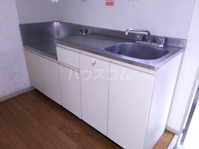 ホワイトビレッジ 103号室のキッチン