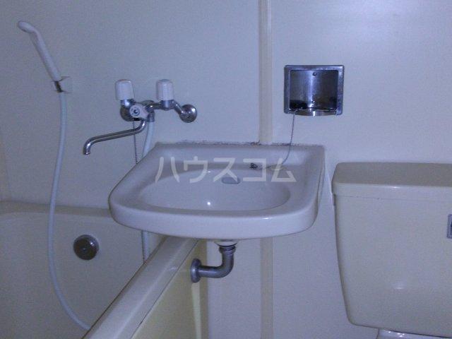 ホワイトビレッジ 103号室の洗面所