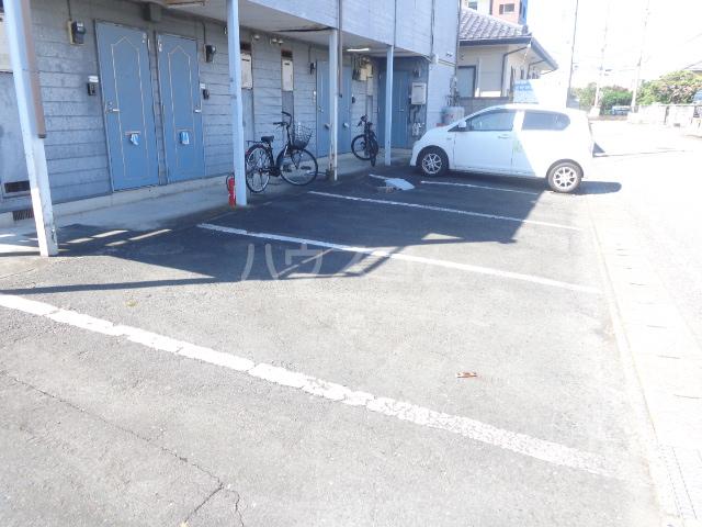 荒牧メゾン都B 105号室の駐車場