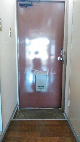 ビレッジKR-5 306号室の玄関