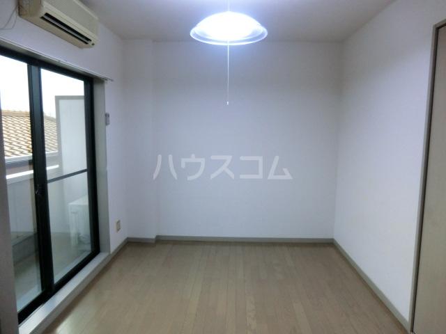 レジデンス三沢Ⅱ 301号室のリビング