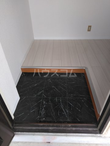 OMレジデンス本庄 302号室の玄関