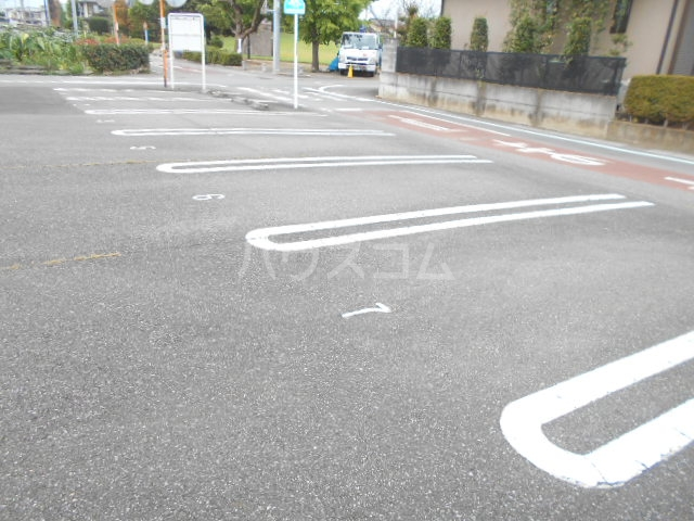 グランドパーク 101号室の駐車場