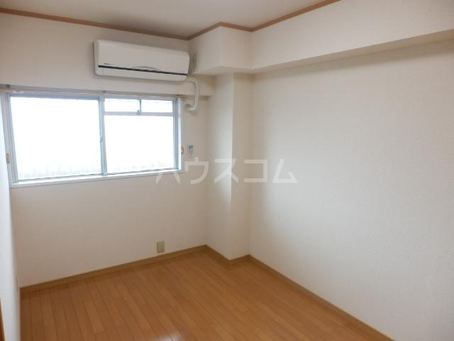 平山マンション 202号室のリビング
