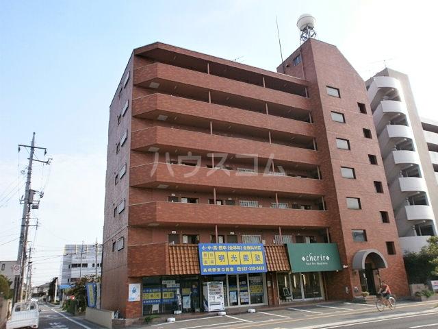 平山マンション 202号室の外観