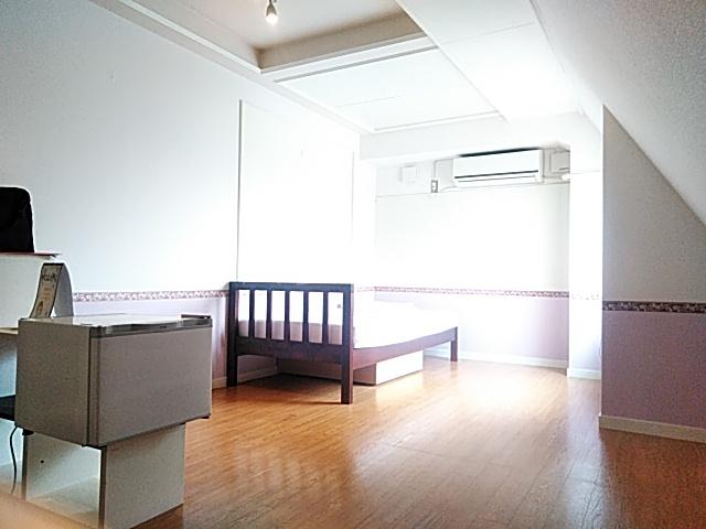 アイビーガーデン 205号室のリビング