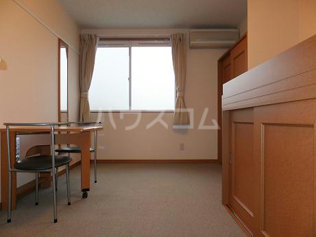 レオパレスレインボードロップス 201号室の居室