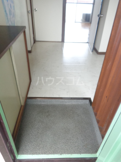 第一サンライフ大嶋 303号室の玄関