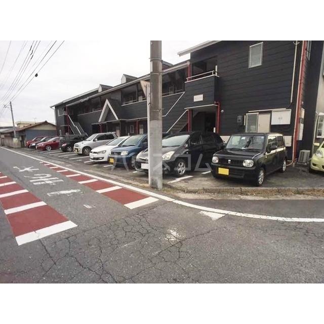 チェリーヒル 2-D号室の駐車場