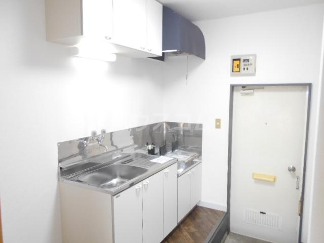 サンパレス渡良瀬A 103号室のキッチン