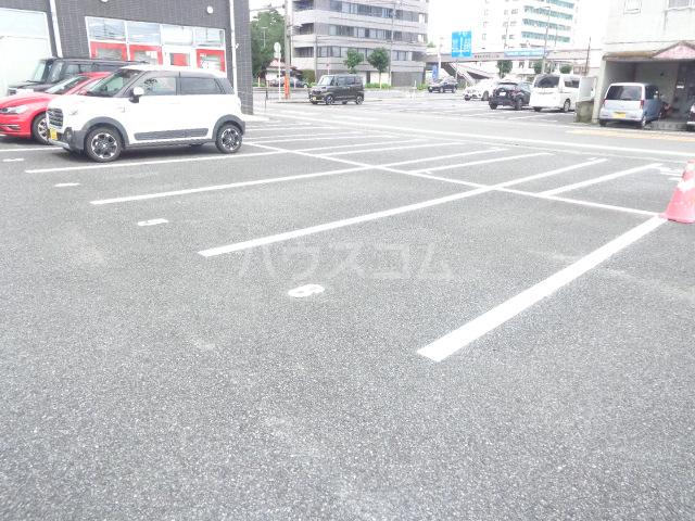 ピアビル 3-D号室の駐車場