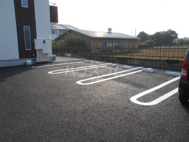Mandarino Pesca 105号室の駐車場