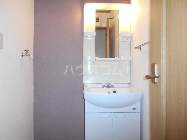 エステートK A棟 101号室の洗面所