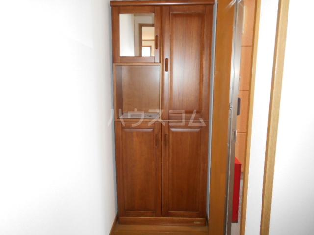 エステートK A棟 101号室の玄関