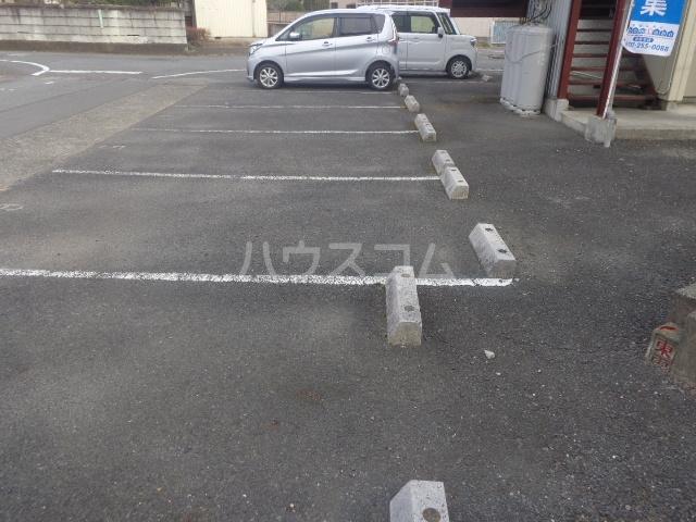 おざわハイツ 203号室の駐車場
