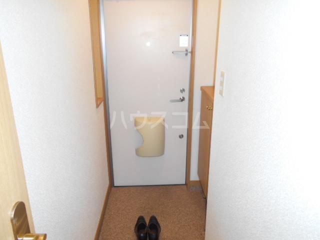 ラジュニールⅢ 202号室の玄関