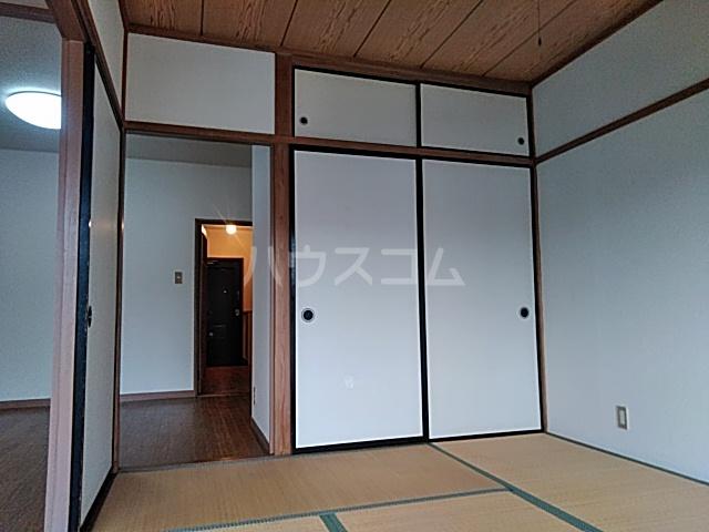 いづみマンション 205号室の居室
