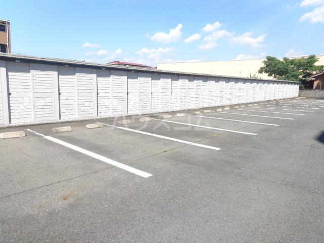 シャトレM 602号室の駐車場